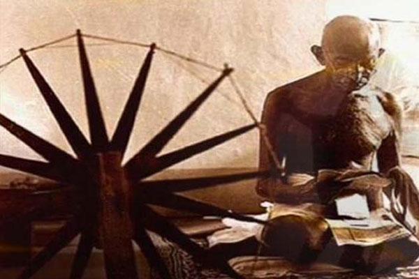 None can replace Mahatma Gandhi, says Union Minister over Modi on Khadi calendar