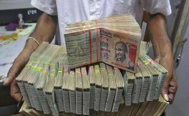 Old notes above Rs. 5000 can be deposited only once : RBI